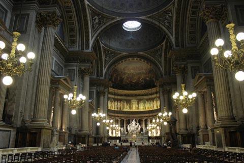 A l'intérieur l'église de la Madeleine