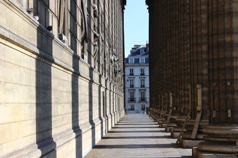 Columns along side of Eglise de la Madeleine