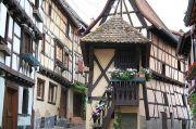 eguisheim-rue-des-remparts-
