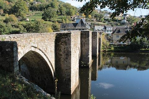 Medieval bridge in Entraygues