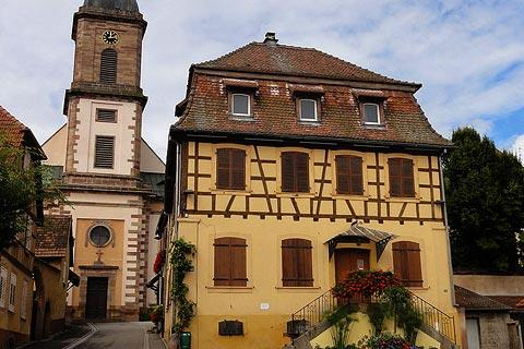 Eglise dans le centre-ville d'Epfig