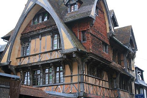 maisons médiévales traditionnelles de Normandie