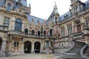 palace-courtyard