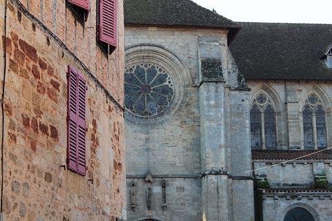 Église au centre de Figeac