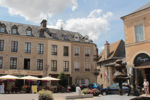 Place de Bassum à Fresnay-sur-Sarthe