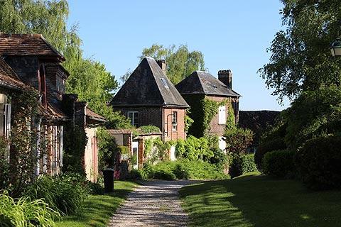 Rue du Chateau du centre village de Gergeroy