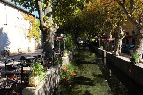 Canal à Quai de la Fontaine à Goudargues