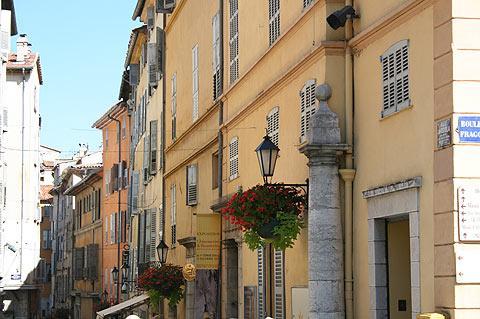 vue sur la rue à Grasse