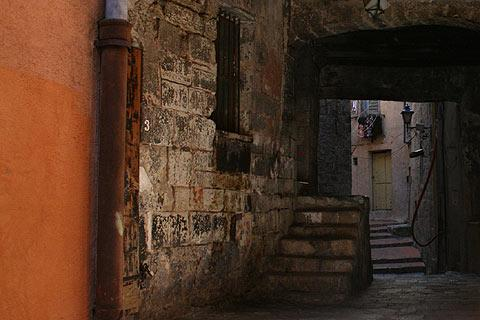 ominous ancient passageway in Grasse old town