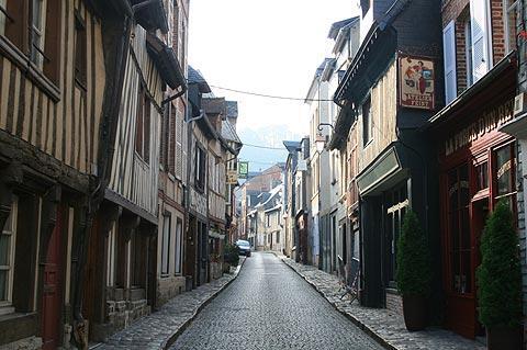 rue dans le centre-ville de Honfleur
