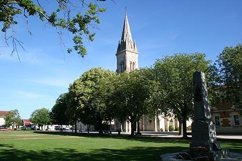 église dans la ville de Hourtin