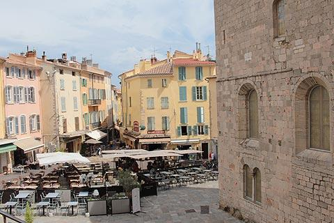 Place Massillon in Hyeres old town