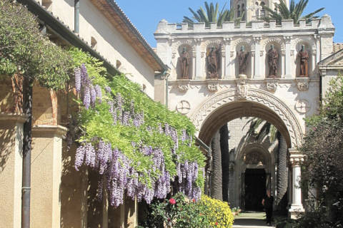 Entrée de l'abbaye de l'île Saint-Honorat