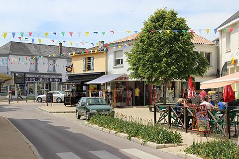 Town centre and shops in Jard-sur-Mer