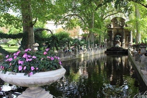 La fontaine des Médicis dans le Jardin du Luxembourg