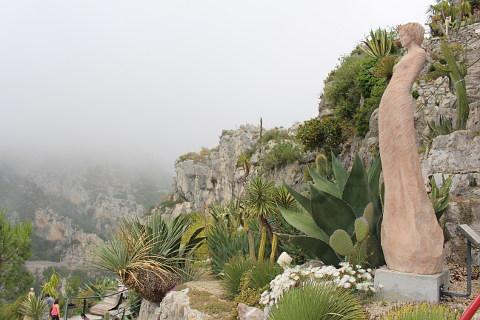 The exotic garden of eze france set in the stunning village of eze for Eze jardin exotique statues