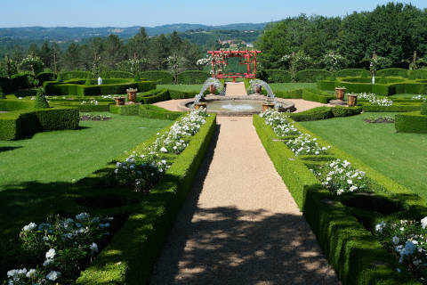 The Jardin Blanc in the gardens at Eyrignac