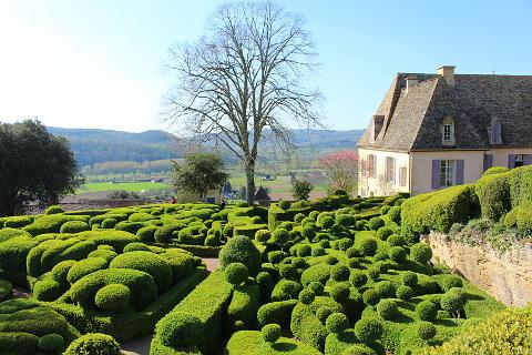 the gardens of marqueyssac france wonderful topiary gardens overhanging the dordogne river in. Black Bedroom Furniture Sets. Home Design Ideas