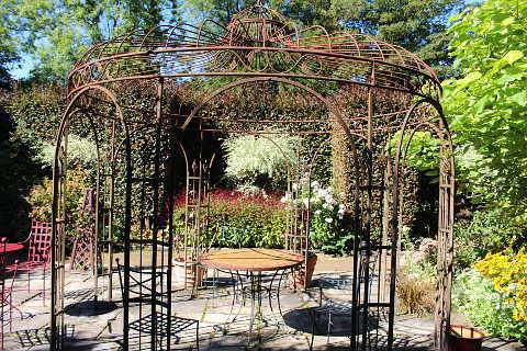 pergola dans les jardins du Pays d'Auge