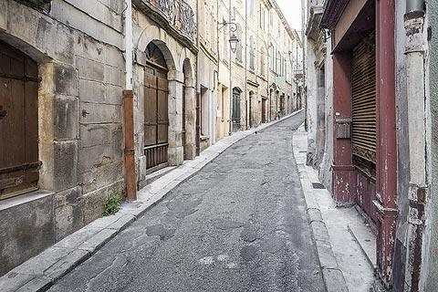 rue tranquille en centre ville
