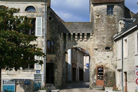 Porte medievale menant au centre historique de La Roche-Posay