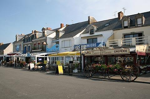 Commerces dans le centre ville de La Turballe