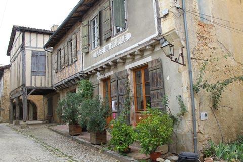 cafe française traditionnelle à Labastide d'Armagnac