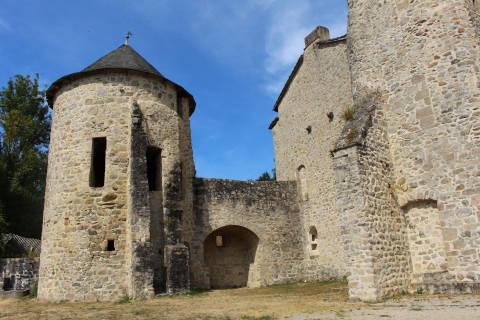 Tour fortifiée du château de Laroque