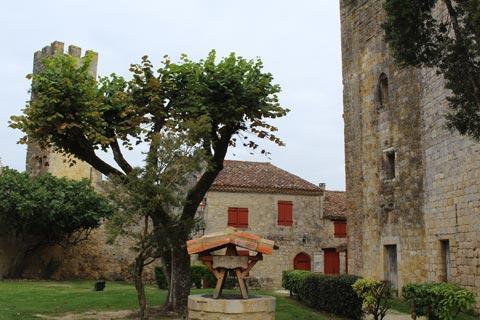 dans le village médiéval
