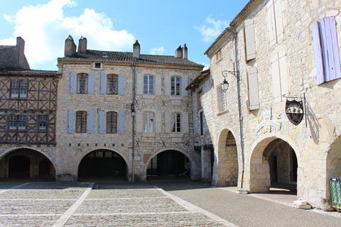 arcades médiévales de Place des Cornières