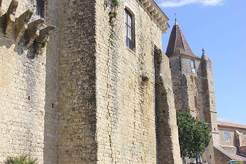 Château et église de Lavardens