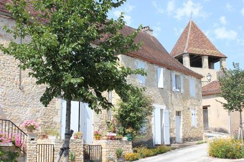 maisons traditionnelles du village dans la Dordogne