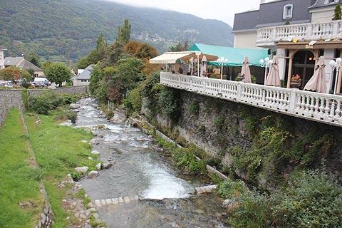 Voir le long de la rivière dans Luz-Saint-Sauveur