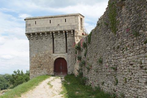 Tour dans les murs du château de Mane
