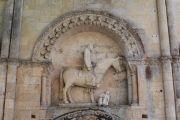 entrance-statue