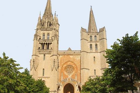 Cathedral facade in Mende