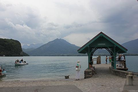 Quai de départ pour les traversiers à passagers sur le lac Leman