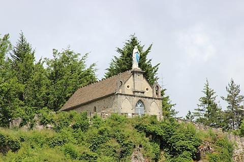 Chapelle sur la colline au-dessus de Meyrueis
