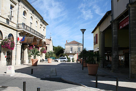 Town centre and arcades in Miramont-de-Guyenne