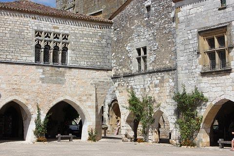 Maisons médiévales au centre de Monpazier