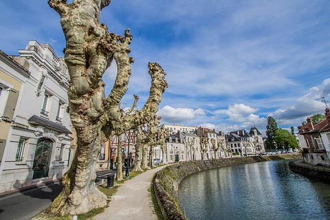 Promenade le long de la rivière Loing à Montargis