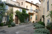 quiet-mougins-corner