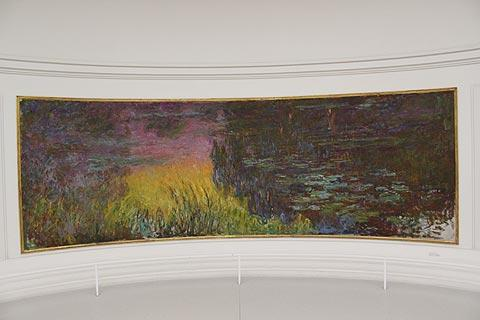 Monet gallery in Musée de l'Orangerie
