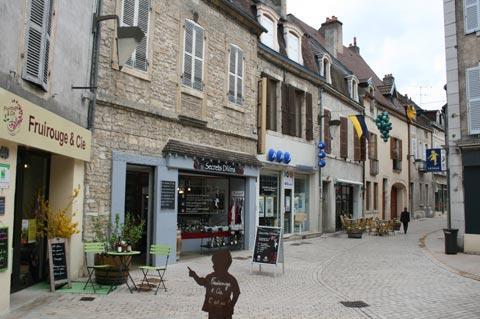 Grande Rue dans Nuits-Saint-Georges centre ville
