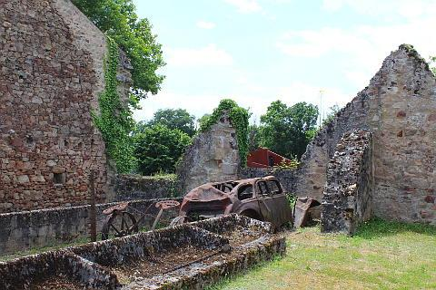 Oradour sur Glane, wrecked car