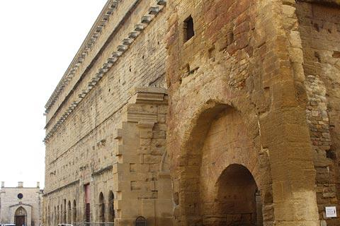 Façade du théâtre romain d'Orange
