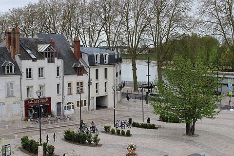 Maisons à côté de la Loire à Orléans