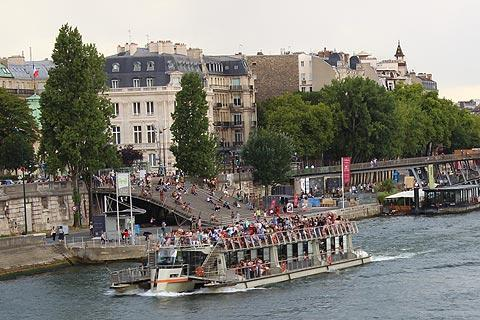 bateau mouche embarcation point in central Paris