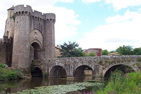 Fortified bridge in Parthenay