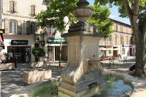 Fountain in the town center of Pertuis